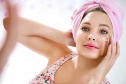 Leczenie trądziku może być stosowane z innymi zabiegami medycyny estetycznej, jak kwas hialuronowy, nici i inne.